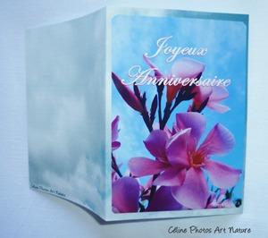 Carte double d`anniversaire avec des fleurs de lauriers